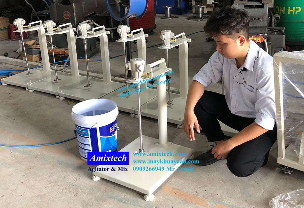 máy khuấy khí nén nâng tay