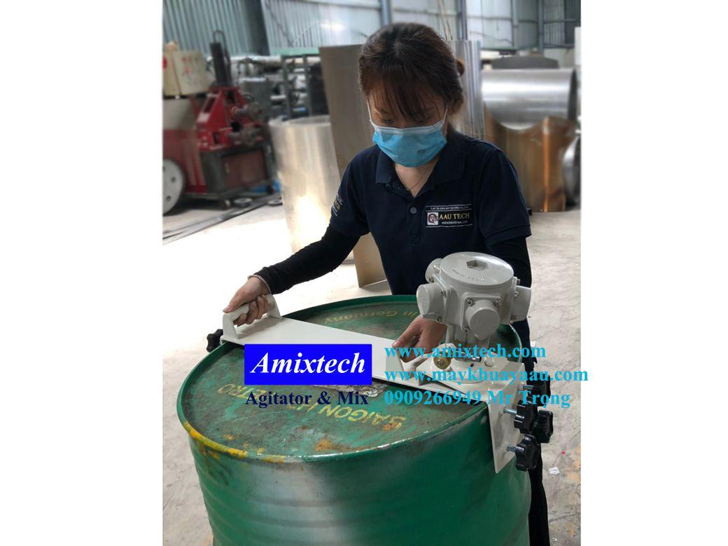 máy khuấy khí nén gắn lỗ miệng thùng phuy